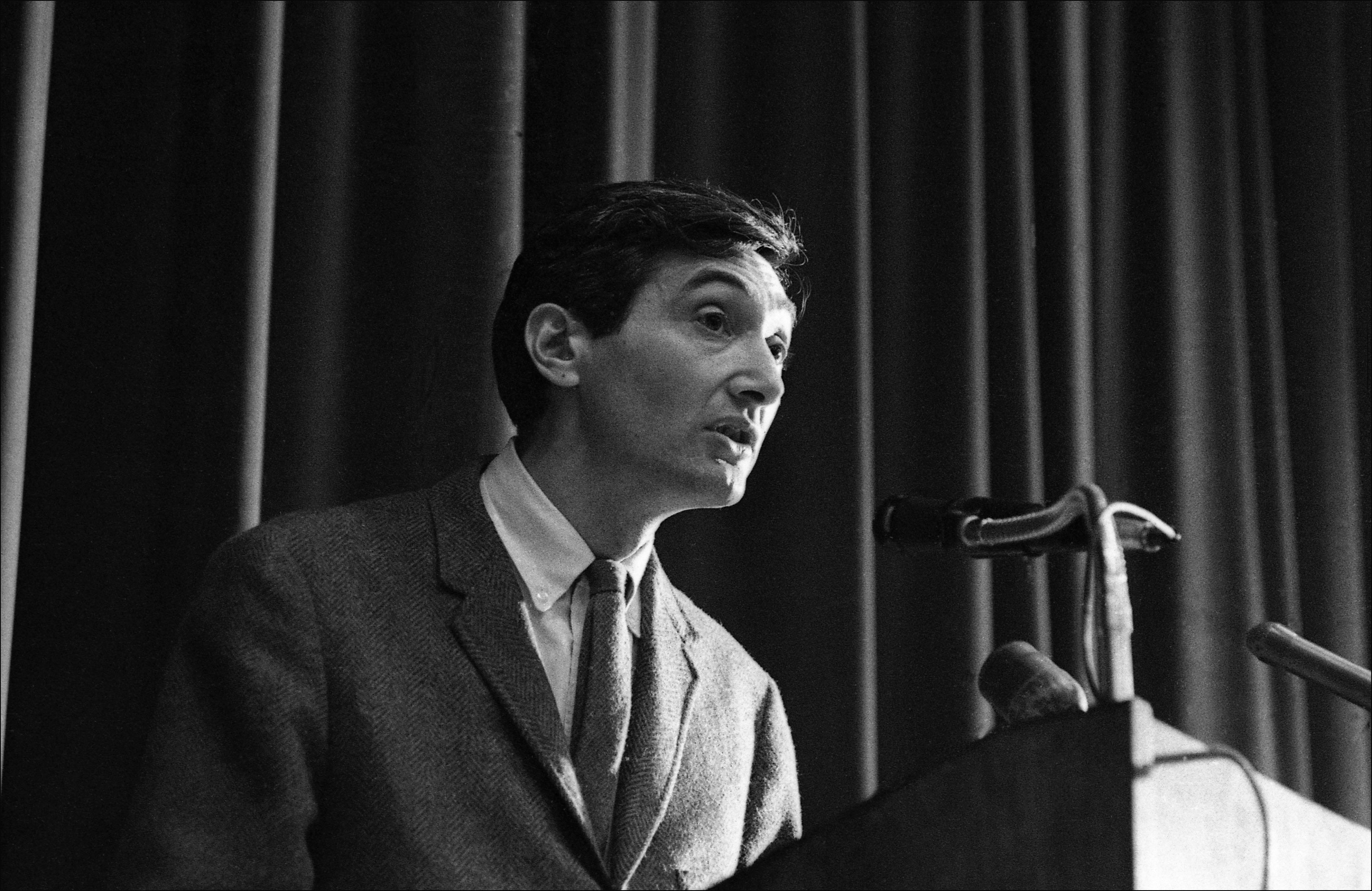 howard zinn Howard zinn how is he like jesus zinn, like jesus, did not believe in violence zinn thought that it was important to help our enemies because they would not be mad.