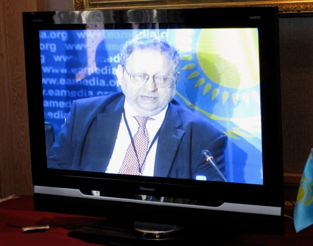 Danny Schechter speaking at the 2009 Eurasian Media Forum in Almaty, Kazakhstan.